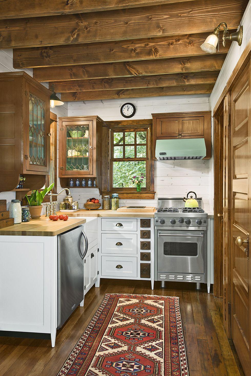 quaint-little-cabin-kitchen-1118-1546896362